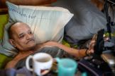 Alain Cocq, atteint d'une maladie incurable, à son domicile de Dijon, en avril 2021.