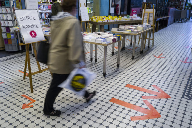 Réouverture d'une librairie à Mulhouse, le 11 mai 2020.