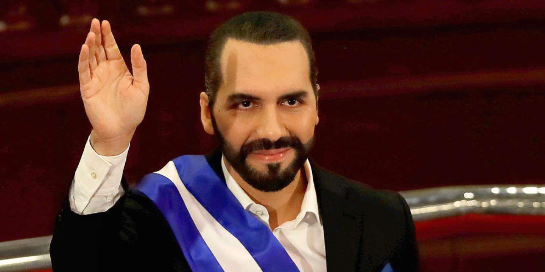 Le président du Salvador a fait de la devise numérique une monnaie officielle du pays. La mesure, inédite, accrédite le récit d'un dirigeant moderne. Et présente l'avantage de masquer ses dérives autoritaires.