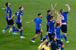 Les joueurs italiens célèbrent la qualification en huitièmes de finale de l'Euro 2021.