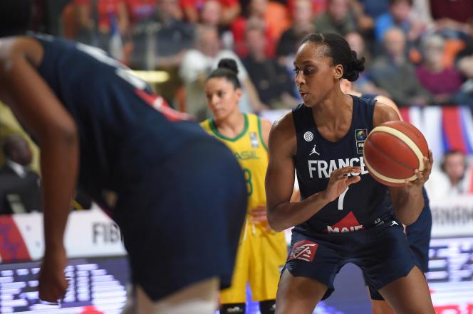Sandrine Gruda lors d'un match contre le Brésil, dans le cadre du Tournoi de qualification olympique, en février 2020, à Bourges.