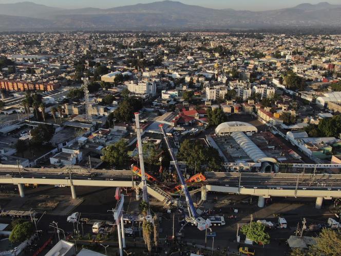 Vista del puente del metro colapsado el 4 de mayo en la Ciudad de México.