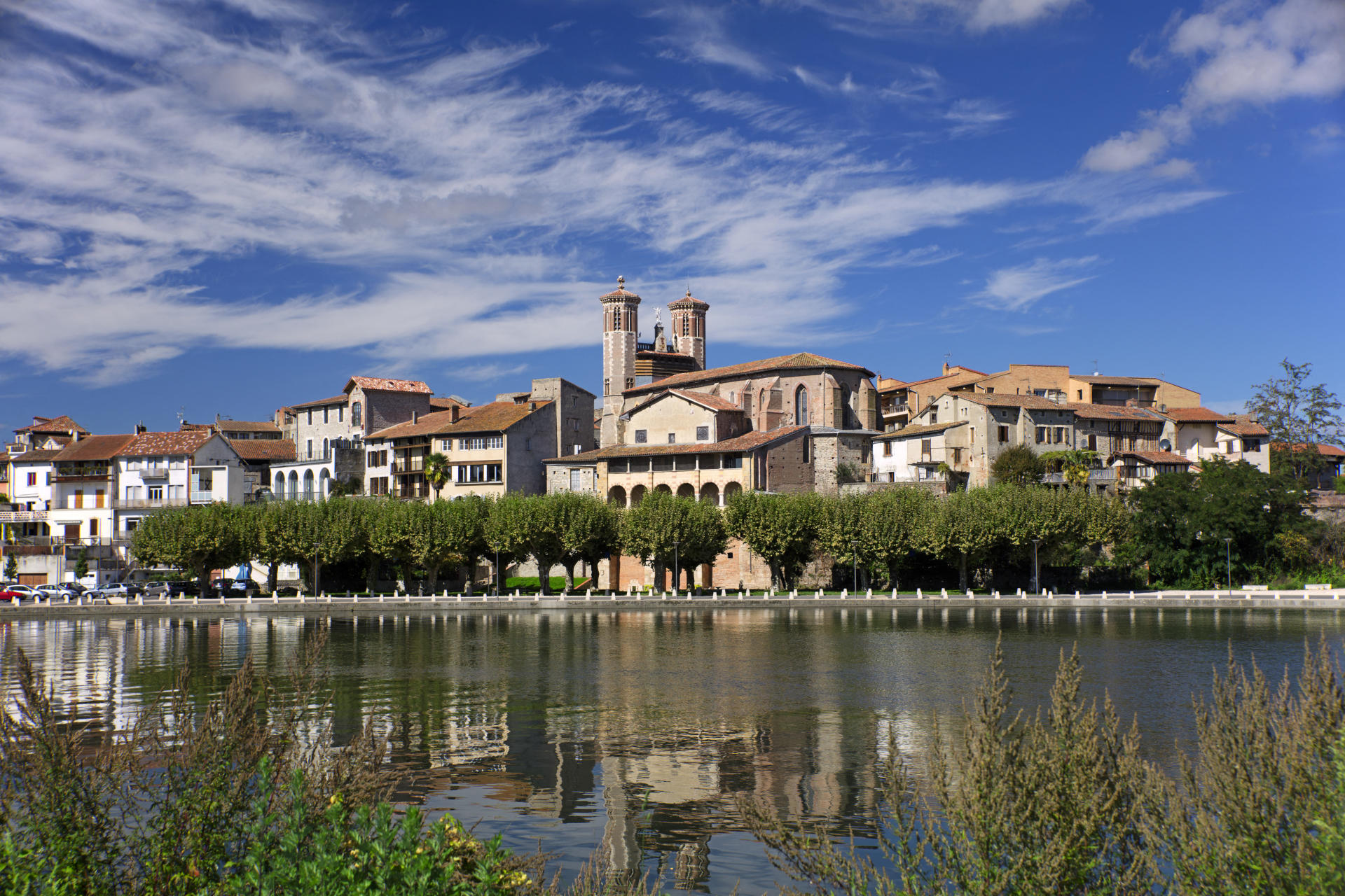 Cazères, ancienne bastide située sur les bords de la Garonne.