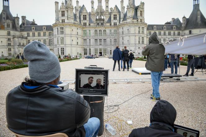 Des techniciens lors du tournage d'un film auchâteaudeChambord (Loir-et-Cher), en octobre 2017.