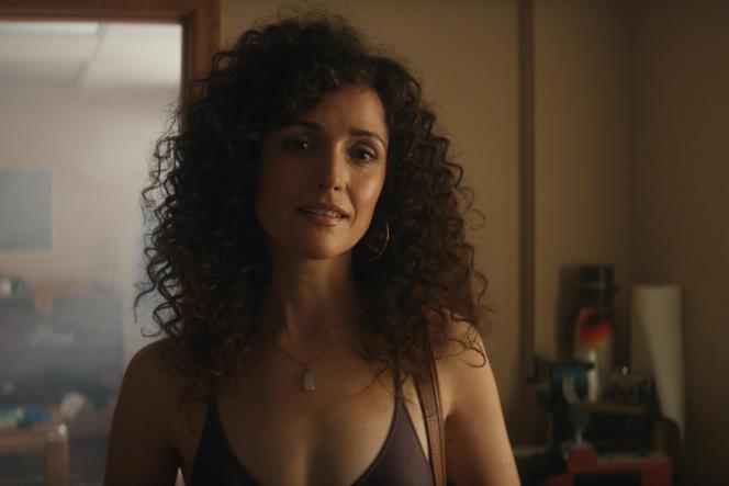 Sheila Rubin(Rose Byrne) dans «Physical», d'Annie Weisman.