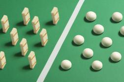 En cette période d'Euro 2021, un autre match se joue en cuisine : le halloumi oriental (gauche) face à la mozzarella italienne (droite).