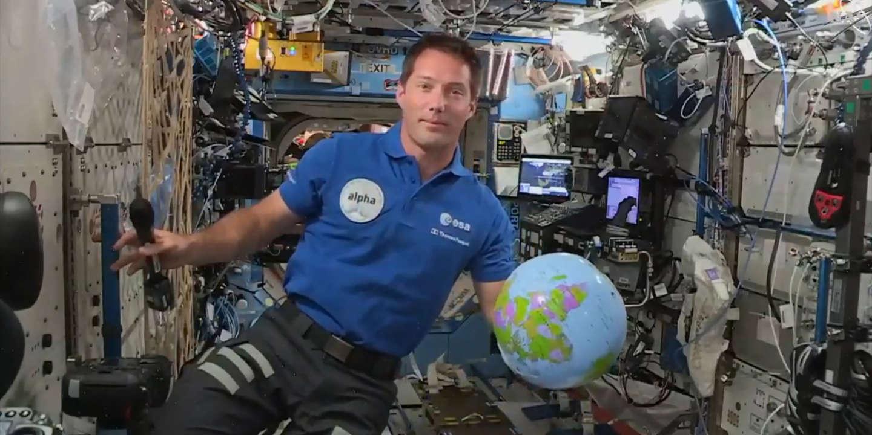 Thomas Pesquet et Shane Kimbrough s'apprêtent à s'élancer dans le vide spatial - Le Monde