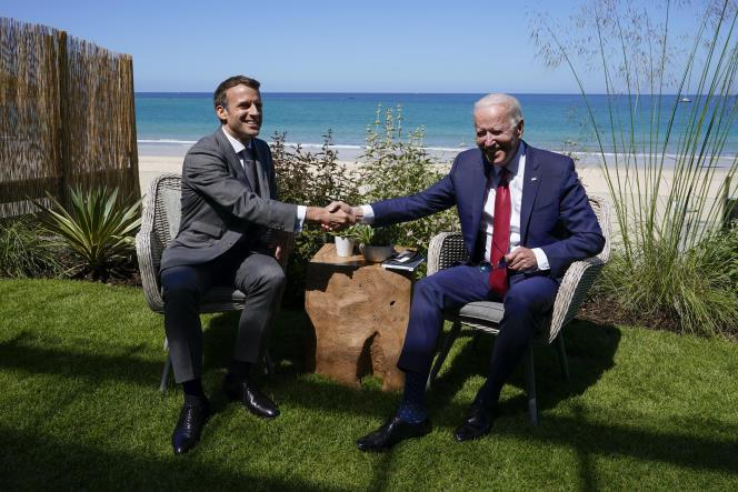 Les présidents Joe Biden et Emmanuel Macron, lors du sommet du G7, à Carbis Bay (Angleterre), le 11 juin 2021.