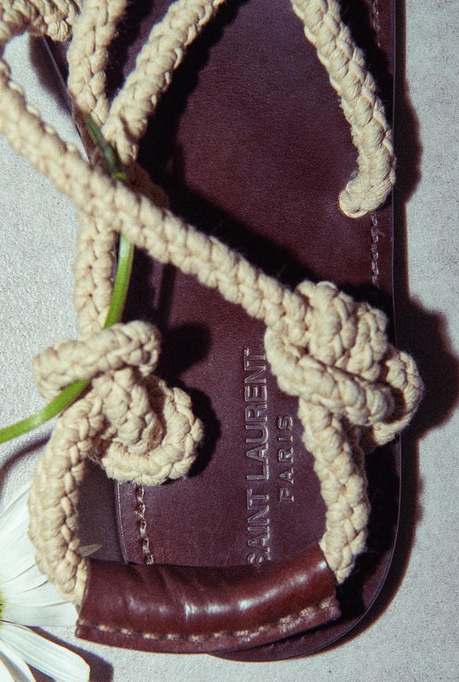Sandales homme Jude, en cuir et corde, Saint Laurent par Anthony Vaccarello, 495€.