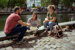 Guillaume (30 ans), Claire (28 ans) et Camille (32 ans), trois Nantais qui travaillent dans l'agroalimentaire, de passage à Paris, le 17 juin 2021.