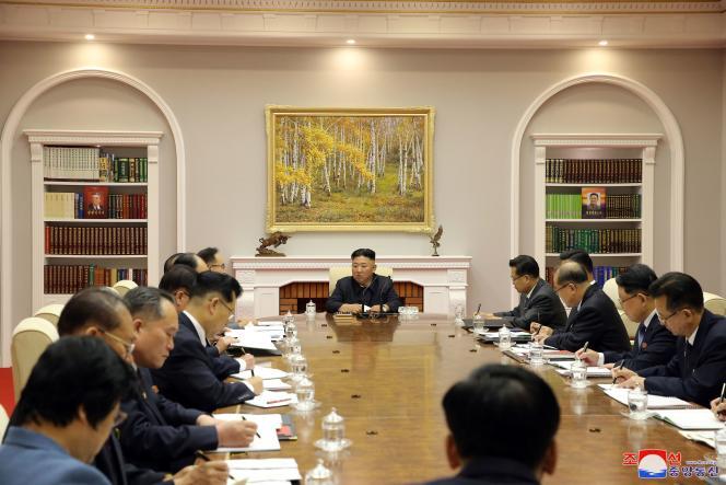 Le dirigeant nord-coréen Kim Jong-un lors du 8e congrés du Parti des travailleurs de Corée, à Pyongyang, le 17 juin. Image distribuée par l'Agence de presse centrale coréenne du pays.