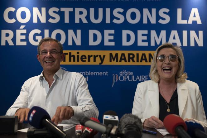 Le candidat aux régionales dans la région PACA, Thierry Mariani, et Marine Le Pen, à Toulon, le 17 juin.