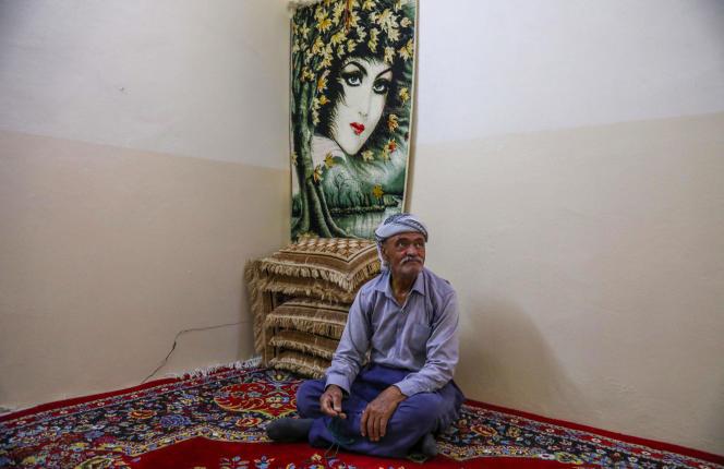 Moustafa Ibrahim, 67 ans, un réfugié kurde iranien, dans le camp de réfugiés de Bahrka, près d'Erbil, le 9 juin 2021. Coincé en Irak depuis plusieurs décennies, il observe les élections en Iran sans grand espoir de changement.