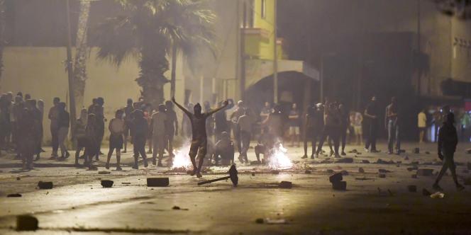 Protestations dans le quartier de Sidi Hassine, à Tunis, le 12 juin 2021.