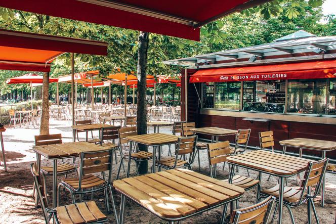 La terrasse du restaurant Petit Plisson, au jardin des Tuileries, à Paris.