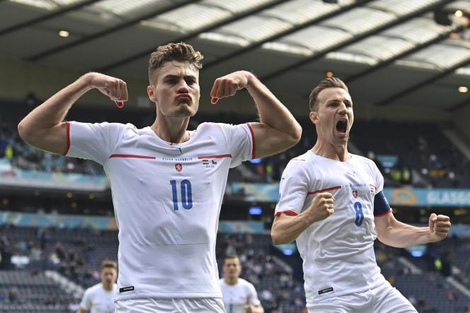 Le Tchèque Patrik Schick (à gauche) célèbre le but qu'il vient de marquer contre la Croatie, le 18 juin à l'Euro.