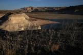 Le 30 mars 2015, de faibles niveaux d'eau sont visiblesdans une section du lac Powell autrefois immergée, près de Big Water, dans l'Utah.