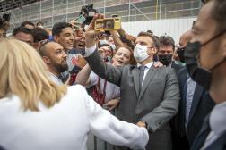 Emmanuel Macron en visite sur le chantier du château de Villers-Cotterêts dans l'Aisne, le 17 juin 2021.