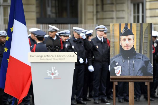 Hommage à Xavier Jugelé, à la préfecture de police de Paris, le 25 avril 2017.