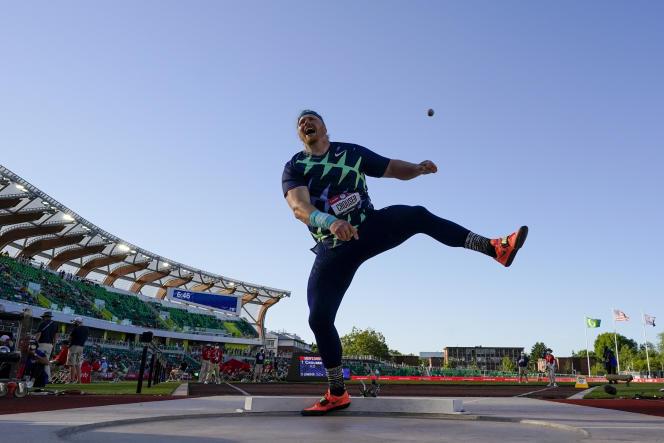 Ryan Crouser lors de la finale du lancer du poids masculin aux essais olympiques d'athlétisme des Etats-Unis, le 18juin 2021 à Eugene, dans l'Oregon.