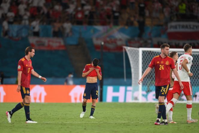 (De gauche à droite) Fabian Ruiz, Pedri et Aymeric Laporte, au coup de sifflet final du match nul (1-1) contre la Pologne, le 19 juin 2021, à Séville.