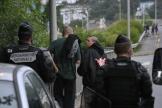 Des gendarmes et des participants à la rave-party, à Redon, en Ille-et-Vilaine, le 18juin2021.