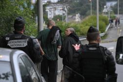 Des gendarmes et des« teufeurs» lors d'une rave-party à Redon, en Ille-et-Vilaine, le 18 juin 2021.