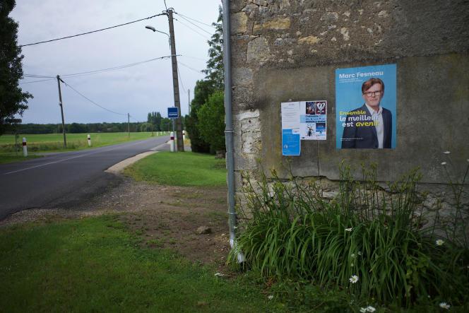 Affiche de campagne de Marc Fesneau, candidat soutenu par la majorité présidentielle, en région Centre-Val de Loire, à Marchenoir, le 20 juin 2021.