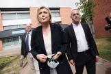 Marine le Pen et de Steeve Briois au bureau de vote à Hénin-Beaumont, le 20 juin 2021, lors du 1er tour des élections régionales.