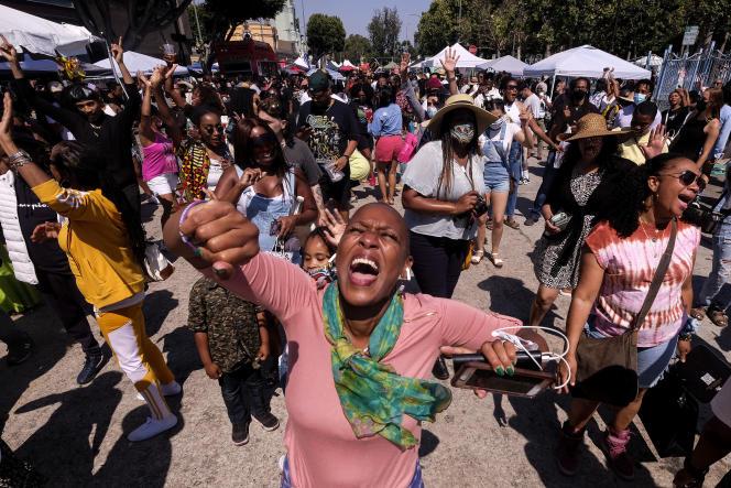 Rassemblement pour «Juneteenth» sur la place Leimert Park à Los Angeles, samedi 19 juin.