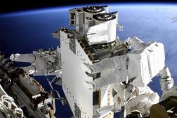 L'astronaute français Thomas Pesquet, à gauche, et celui de la NASA Shane Kimbrough, à droite,en sortie dans l'espace, le 20 juin 2021.