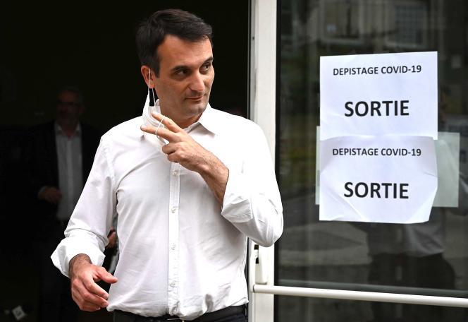 Florian Philippot (Les Patriotes) à la sortie de son bureau de vote, à Forbach (Moselle). En chute libre par rapport à 2015, l'ex-n°2 du Front national a réuni près de 7 % des voix.