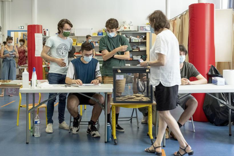 Bureau de vote de l'école Emile Zola pour le premier tour des élections régionales Auvergne Rhône-Alpes, le 20 juin 2021.