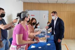 Le président sortant de Corse Gilles Simeoni vote le 20 juin 2021, dans le centre de Bastia.
