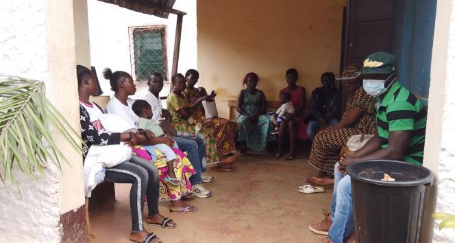 Des femmes se présentent à l'AFJC, l'Association des femmes juristes de Centrafrique, pour témoigner de violences de genre qu'elles ont subies.