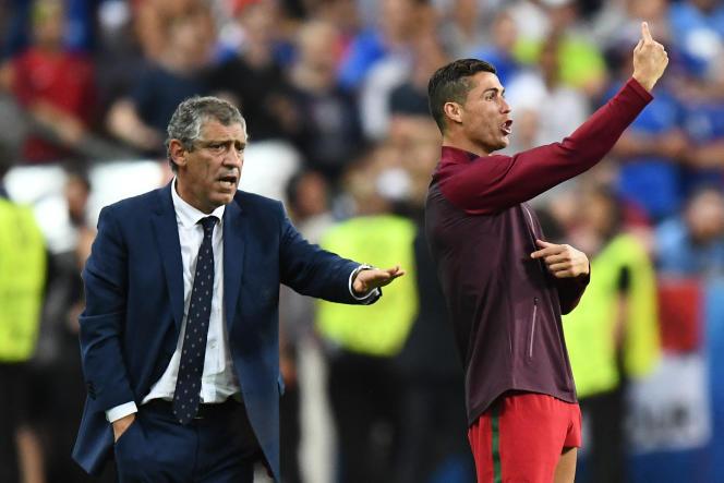 Cristiano Ronaldo encourage ses partenaires en finale de l'Euro 2016 contre la France, à Saint-Denis (Seine-Saint-Denis), le 10 juillet 2016.