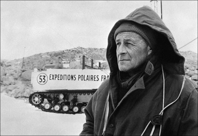 Photo non datée de l'explorateur Paul-Emile Victor (1907-1995), qui dirigea de nombreuses expéditions au Groenland, en Laponie et en Terre Adélie. Il créa en 1947 les Expéditions polaires françaises.