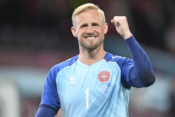 Le gardien danois Kasper Schmeichel a le sourire après la qualification du Danemark pour les huitièmes de finale.