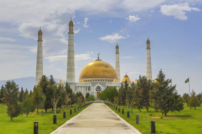 «Le Turkménistan a créé la surprise en cette année de Covid : sa capitale, Achkhabad, devient en 2021 la destination la plus chère de l'expatriation devant Hongkong» (Photo: Achkhabad, Turkménistan, mosquée de Turkmenbashi).