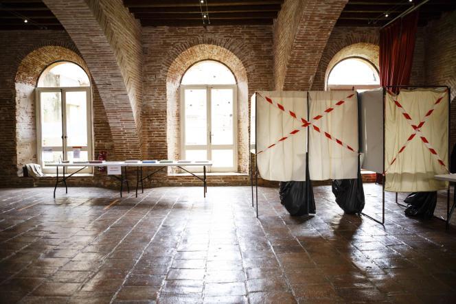 Un bureau de vote à Villemur-sur-Tarn, le 20 juin 2021 (Haute-Garonne).