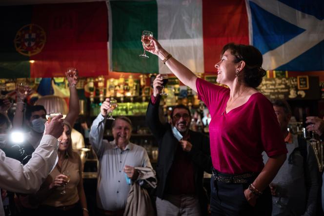 Carole Delga, présidente (PS) sortante de la région Occitanie, au café Le Commerce,place Dupuy, à Toulouse, dimanche 20 juin 2021, après l'annonce des résultats du premier tour des élections régionales, où elle est arrivée l'argement en tête avec 39,57% des suffrages.