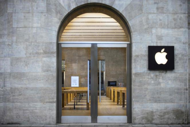 Le 5 janvier 2021, un magasin Apple fermé sur le boulevard Kurfürstendamm, à Berlin.