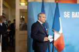 Xavier Bertrand arrive pour son allocution devant la presse au théâtre Jean-Vilar àSaint-Quentin (Hauts-de-France), le 18 juin 2021.