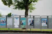 Devant le bureau de vote du gymnase Collery, lors du premier tour des élections régionales, à Saint-Quentin, le 20 juin 2021.