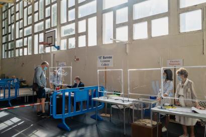 Premier tour des élections régionales au bureau de vote du gymnase Collery, à Saint-Quentin (Hauts-de-France), le 20 juin 2021.