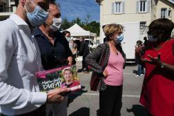 Marie-Guite Dufay, candidate PS enBourgogne-Franche-Comté aux élections régionales, au marché en plein air de Lons-Le-Saunier, le 3 juin 2021.