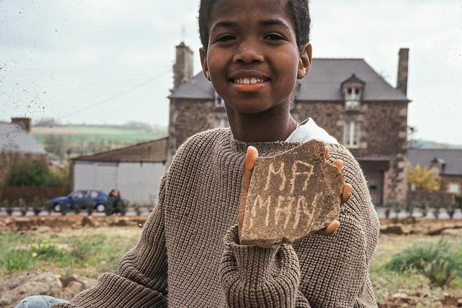 Nicolas (Niyongira) est né au Rwanda, où il a grandi jusqu'à ses 7 ans, avant d'être adopté en France.