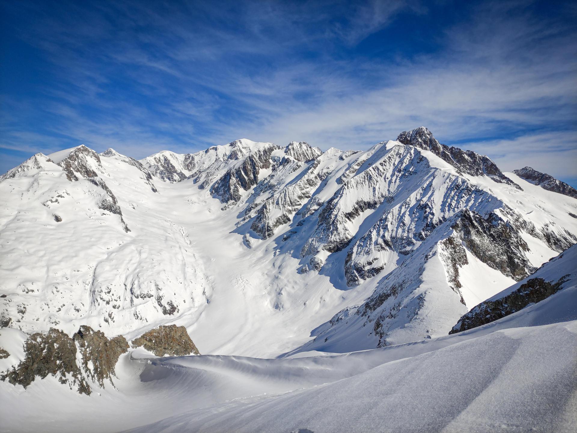 L'aiguille nord de Tré-la-Tête et son glacier.