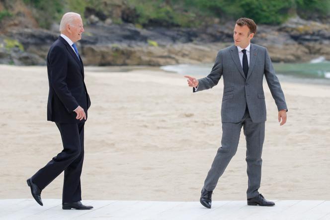 Les présidents Joe Biden et Emmanuel Macron lors du sommet du G7, à Carbis Bay (Angleterre), le 11 juin 2021.