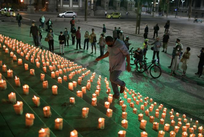 Une veillée en souvenir des plus de 500000morts du SARS-CoV-2, à Rio de Janeiro (Brésil), le 21juin 2021.
